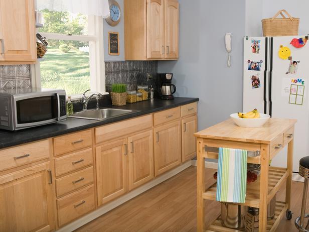 mẫu tủ bếp gõ sồi nga đẹp cho nhà vườn