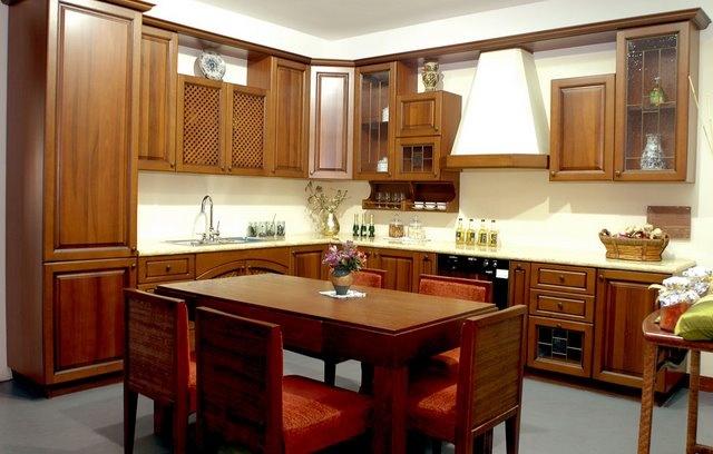 thiết kế tủ bếp gỗ xoan đào mang phong cách cổ điển