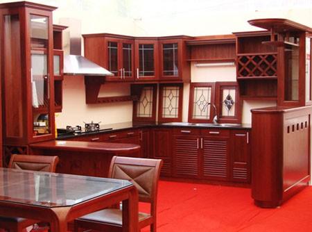 tủ bếp có quầy bar đẹp bằng gỗ xoan đào