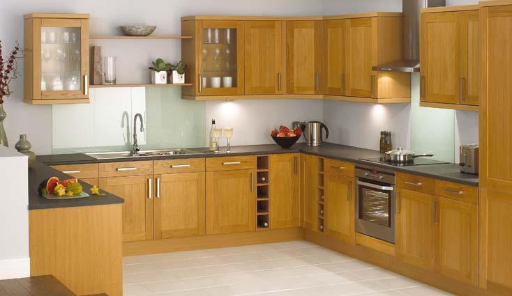 Tủ bếp chữ G đẹp bằng gỗ sồi Nga màu sắc tươi sáng