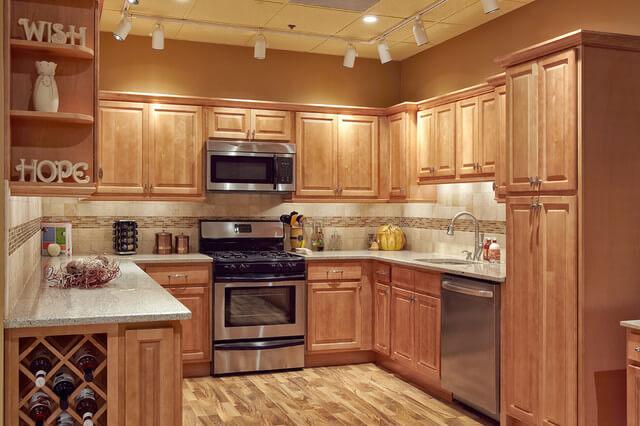 Nên đóng tủ bếp gỗ công nghiệp hay gỗ tự nhiên 1