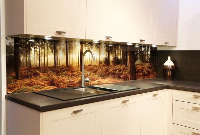 Một số mẫu tường kính họa tiết cho phòng bếp