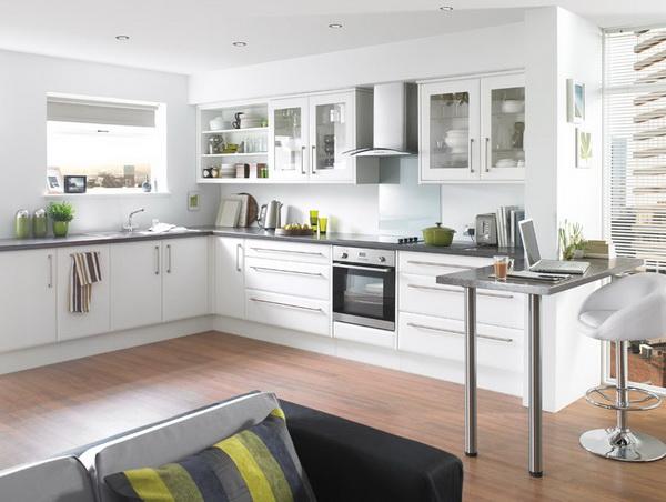Trang trí bếp với gam màu trắng được nhiều gia đình lựa chọn