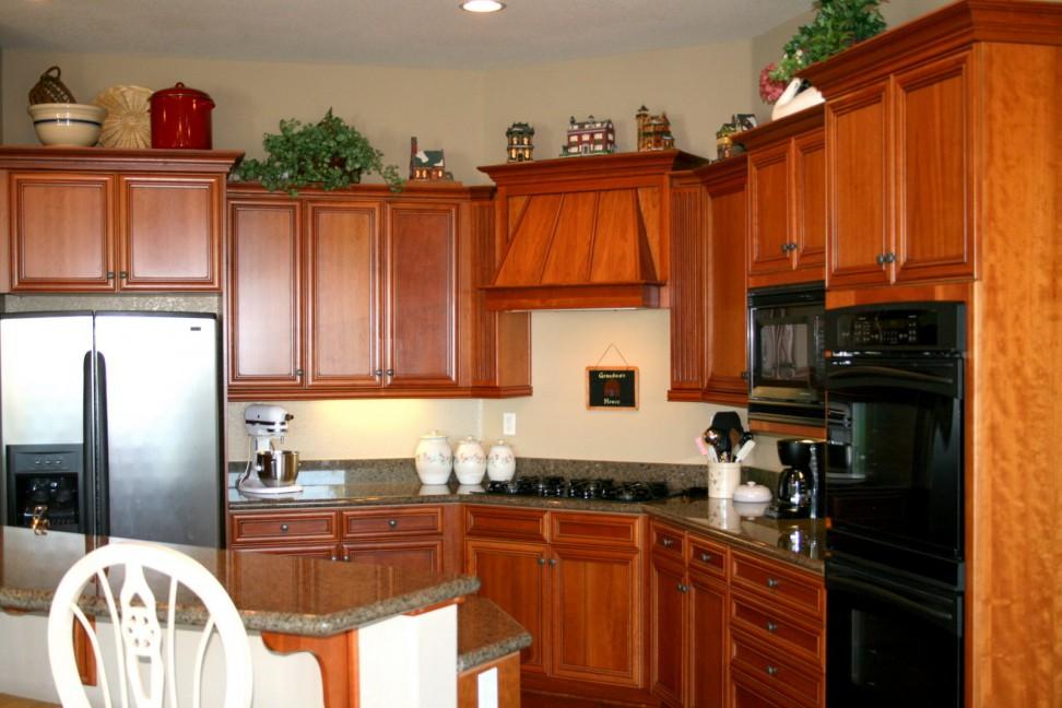 Tủ bếp gỗ tự nhiên loại nào tốt nhất, tủ bếp gỗ xoan đào