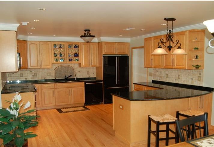 Mẫu tủ bếp gỗ sồi nga đẹp cho nhà biệt thự