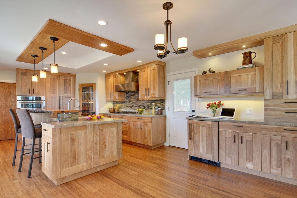 Chất liệu gỗ sồi Mỹ màu nhẹ nhàng, tăng thêm vẻ đẹp hài hòa cho không gian